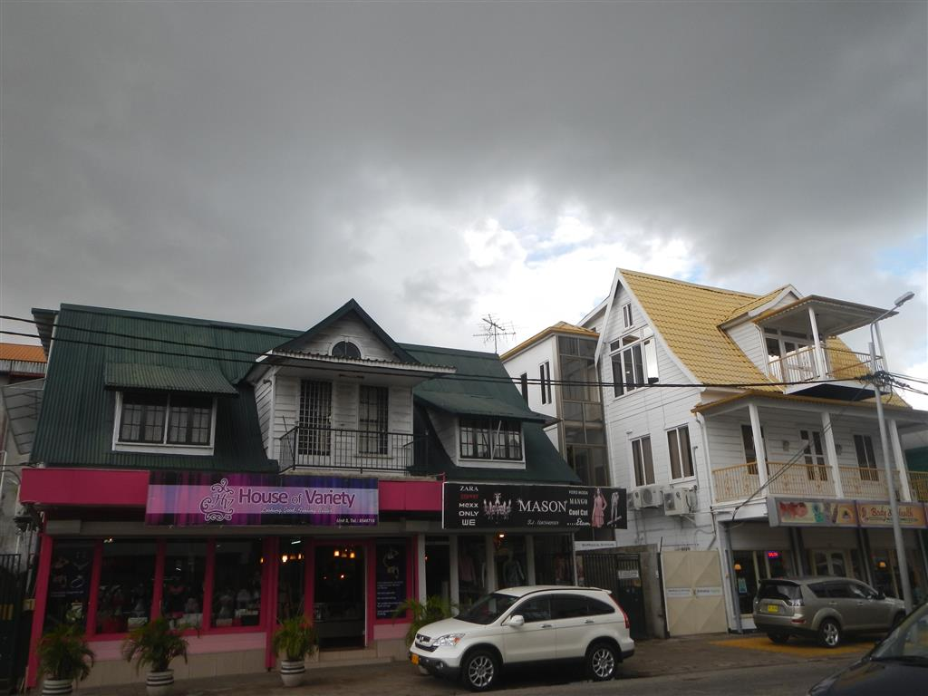 Innenstadt von Paramaribo. Trotz Wolken kommt leider doch kein Regen
