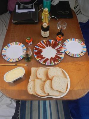 Frühstück mit Champagner und türkischem Kaviar.