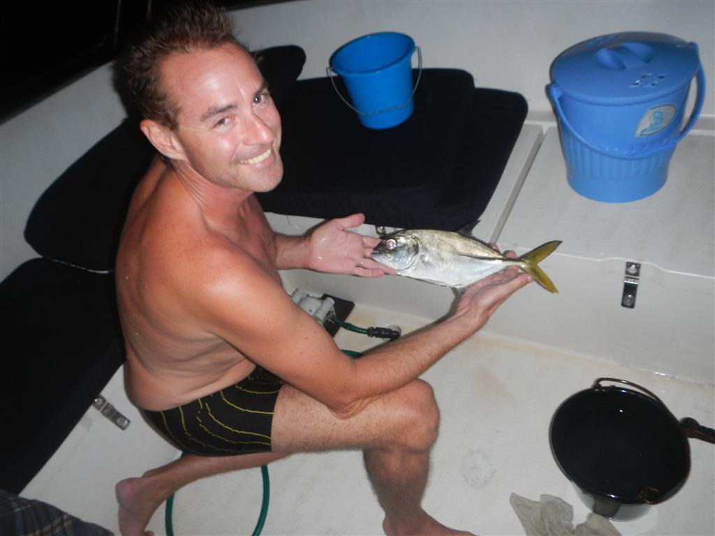 Sven hat uns einen Fisch gefangen!