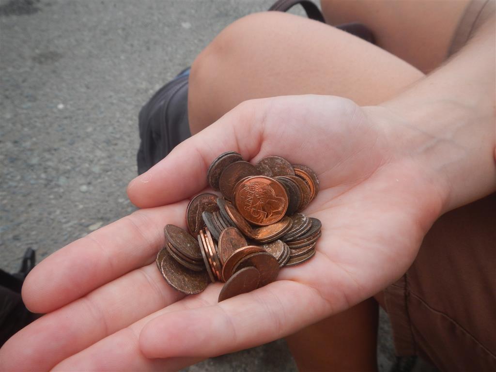 auch in Scarborough wird das Geld auf die Straße geworfen. ausbeuten von heute: ein knapper Trinidad dollar