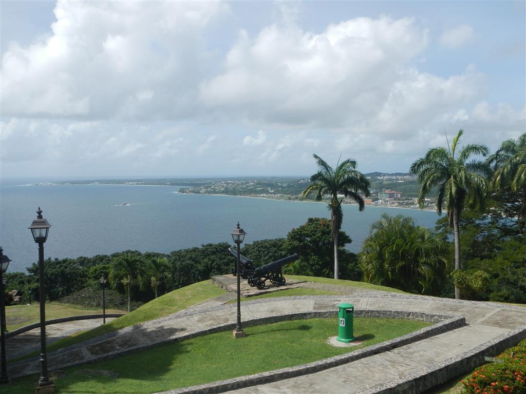 Blick vom Fort King George auf die Bucht von Scarborough