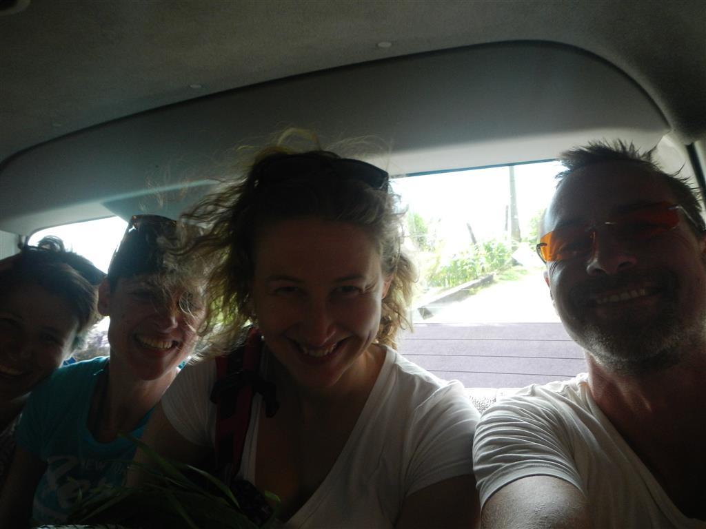 Mit dem Partybus fahren wir über die Insel