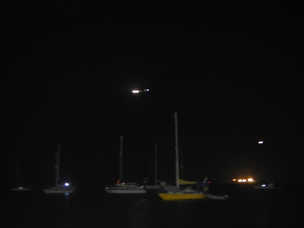 Dieses Foto hat Sabine vom Landeanflug meines Flugzeuges gemacht. Man kann unseren blauen Felix und das Flugzeug darüber sehen