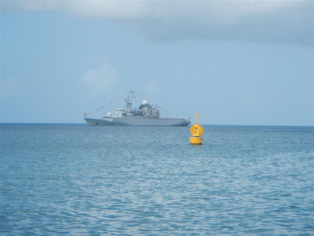 Das Schiff der Marine hat sich für den Staatsbesuch schön gemacht