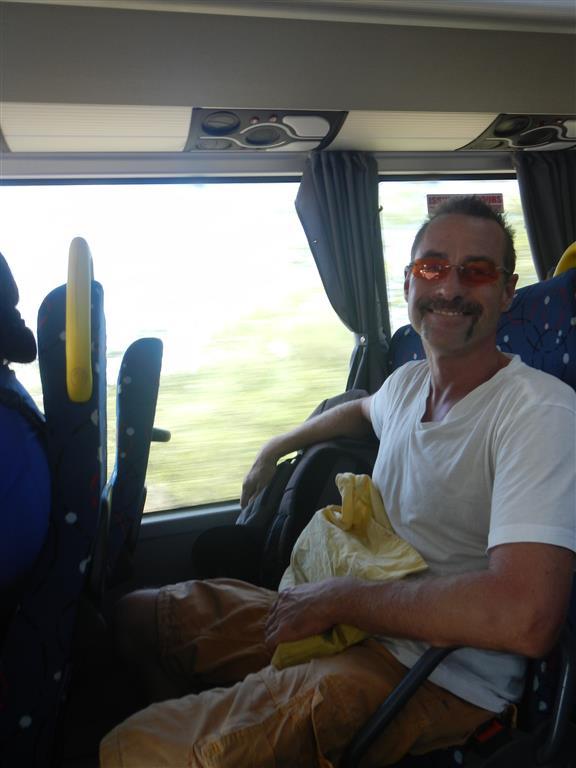 Rückfahrt mit unseren Einkäufen im klimatisierten Bus