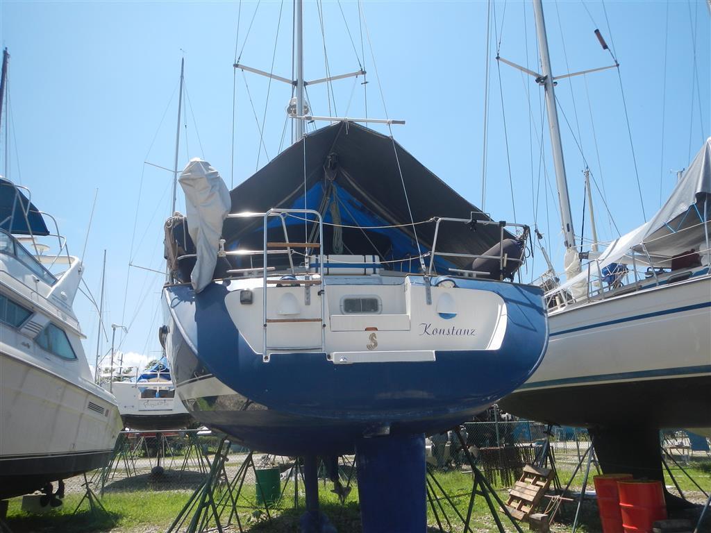 Zum ersten Mal seit wir unterwegs sind, sehen wir eine Yacht aus Konstanz, leider ist niemand an Bord.