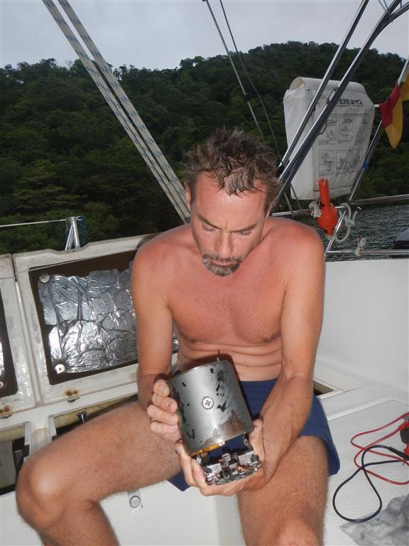 Sven repariert den Anlasser der Steuerbordmaschine