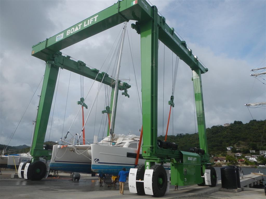 Neuer Travellift in der Clarkes Court Bay. Es ist der grösste in der Karibik.