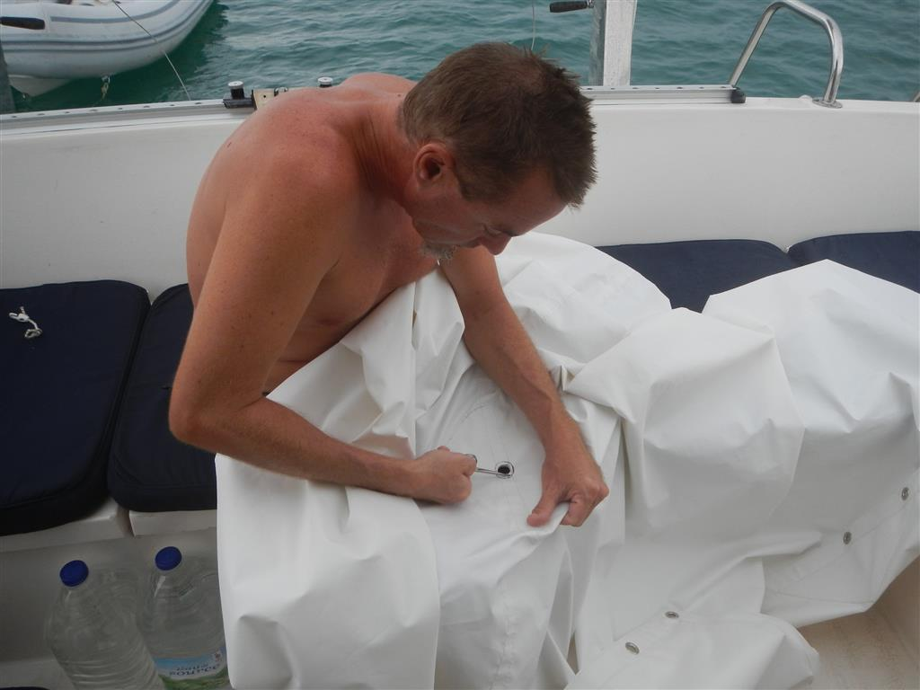 Karibische Wertabeit. Nnatürlich ist das Loch für den Wasseranschluss zum Regen sammeln zu klein.