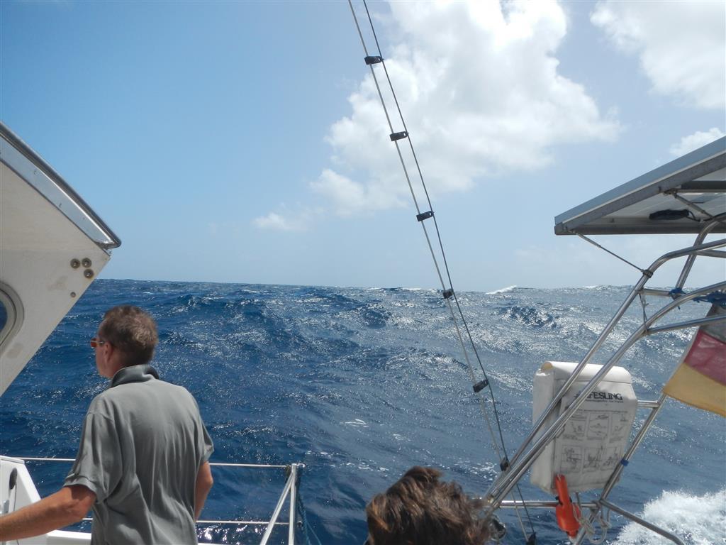 Mit hohen Wellen und viel Wind geht es zügig nach Martinique.