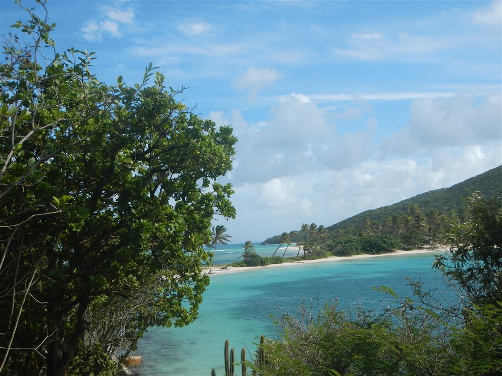 Blick von der Salt Whistle Bay über den kurzen Strand auf den offenen Atlantik