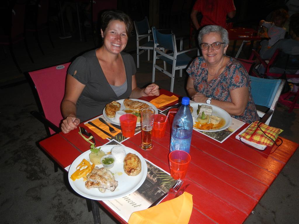 Wir genießen ein Abendessen im Petitbonum in Le Carbet
