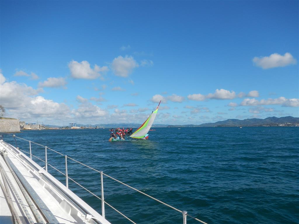 """Ein Traditionsboot beim """"Großen Preis von Fort de France"""""""