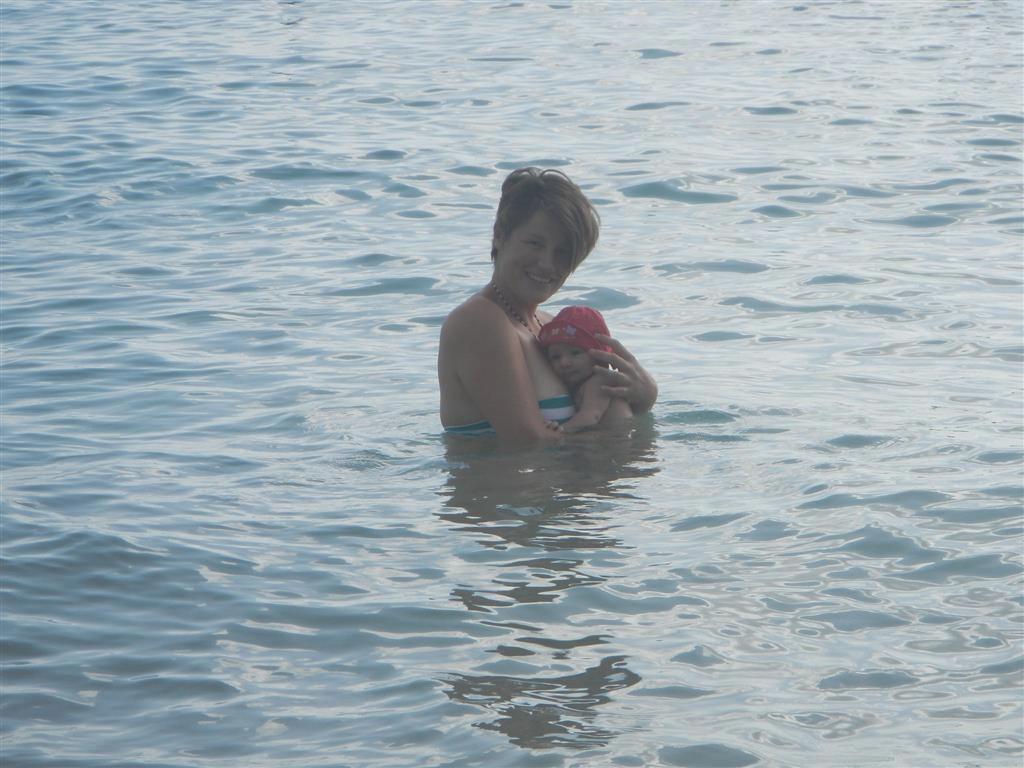 Leas erstes Bad im Meer