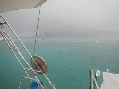 """Immer wenn ein Ausläufer einer """"tropical wave"""" über die Insel zieht, gibt es wenig Wind und ordentlich Regen."""