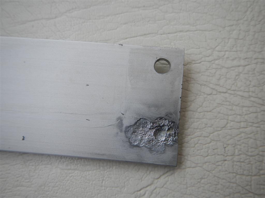 Das Salzwasser hat sogar das Aluminium an den inneren Fensterrahmen angefressen