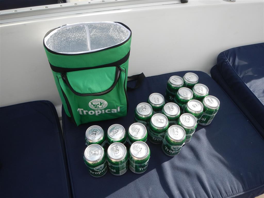 """Heute gabs im """"Dino""""-Supermarkt einen isolierenden Rucksack mit 3 Sixpacks Bier im Angebot, da haben wir natürlich gleich zugeschlagen!"""