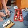 Sven versucht unseren Staubsauger zu reparieren